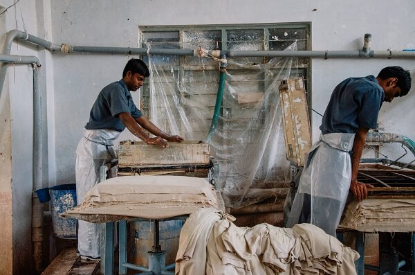 Khadi team presses the sheets