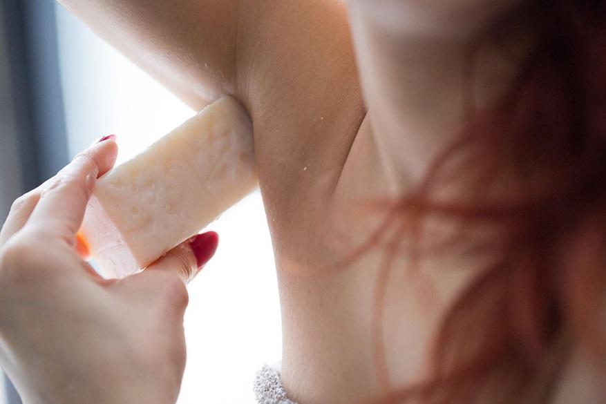 Applying aromaco to underarms