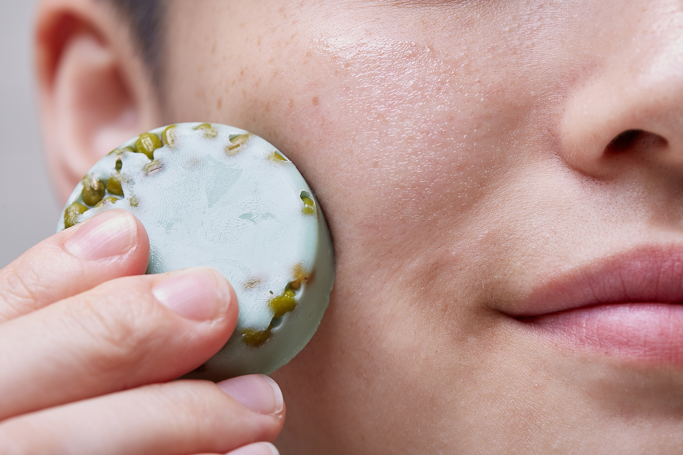 A person applies Jade Roller on their face.